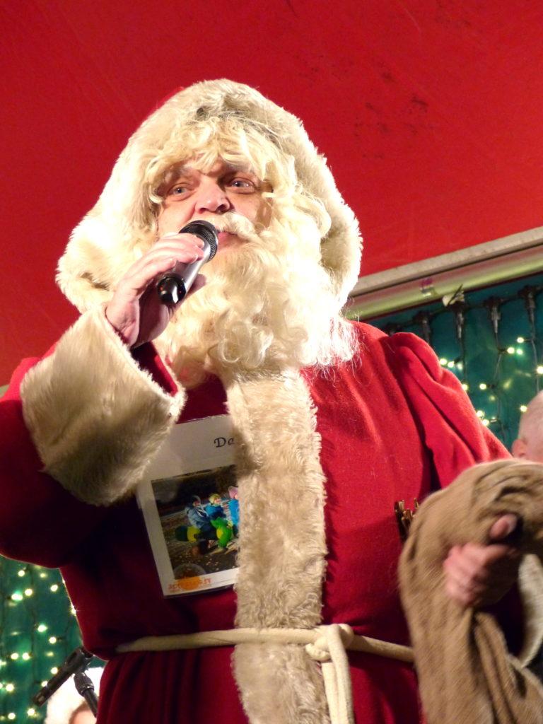 Der Weihnachtsmann kommt ins Latücht